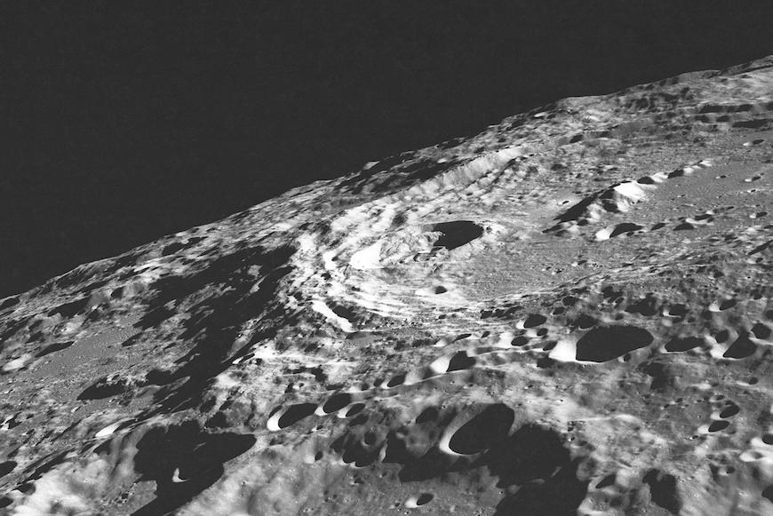 Защитный купол обитаемой станции на поверхности Луны